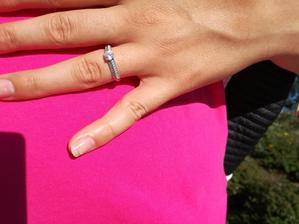 samozřejmě můj nádherný prstýnek :) Jsem ráda, že není koupený v nějakém ultrakomerčním obchodě a nemá ho tu každá druhá. Zatím jsem na stejný nenarazila. Přítel se naposto trefil do vkusu