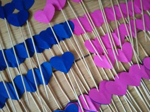 dnešní výroba zápichů, barva růžové tady vypadá trošku jinak..