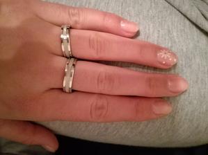 Naše prstýnky! Už konečně doplacený, vyrytý a DOMA!
