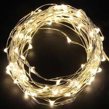 světýlek není nikdy dost, ale mam vánoční světýlka a přiobjednala jsem dalších 10metrů. už jich asi bude dost :D
