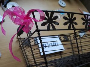 Košík na přání. Ozdobený mašličkou :)