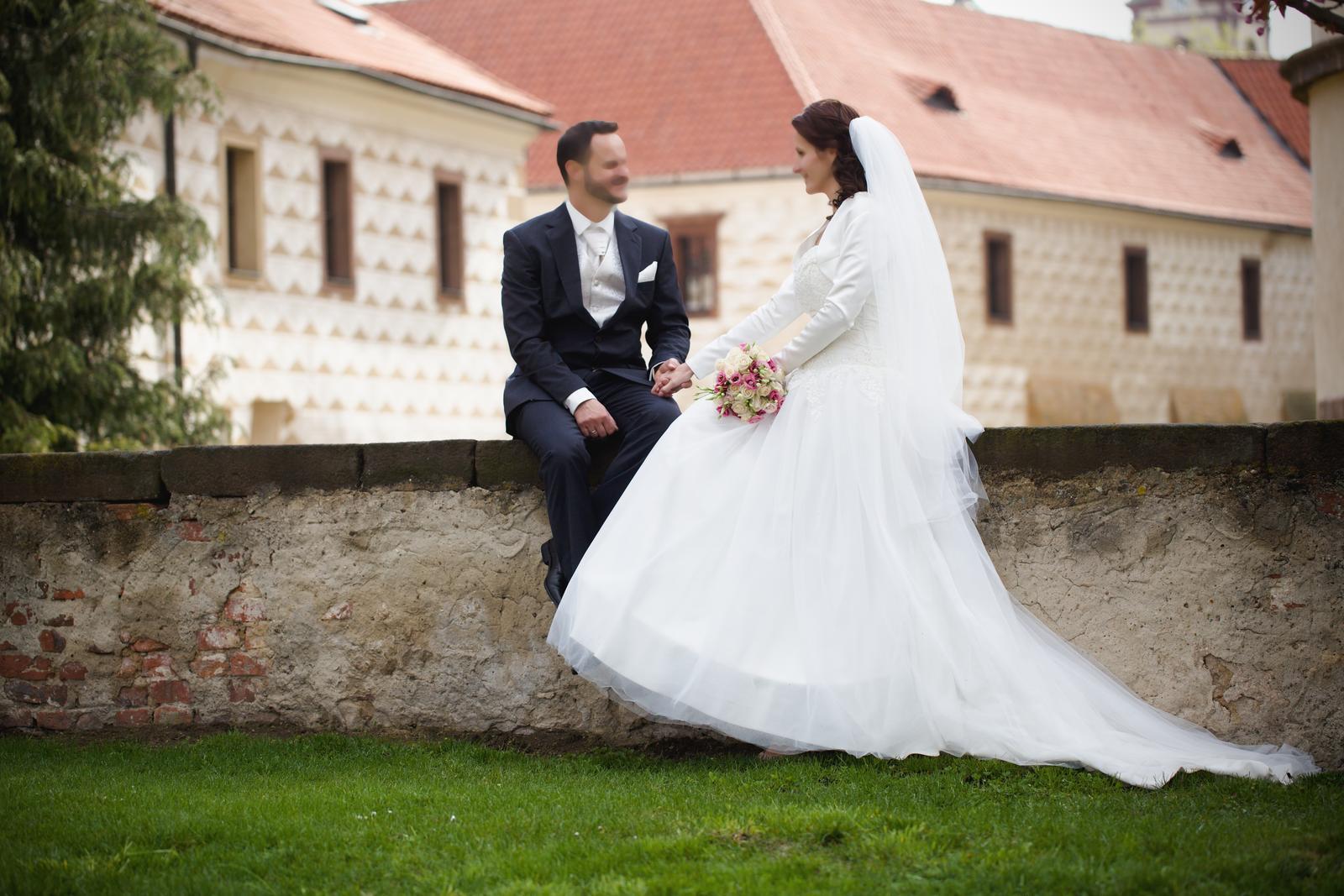 Svatební šaty korzetové - Obrázek č. 1