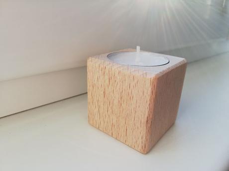 Svícen na čajovou svíčku - kostka buková 5 cm  - Obrázek č. 1