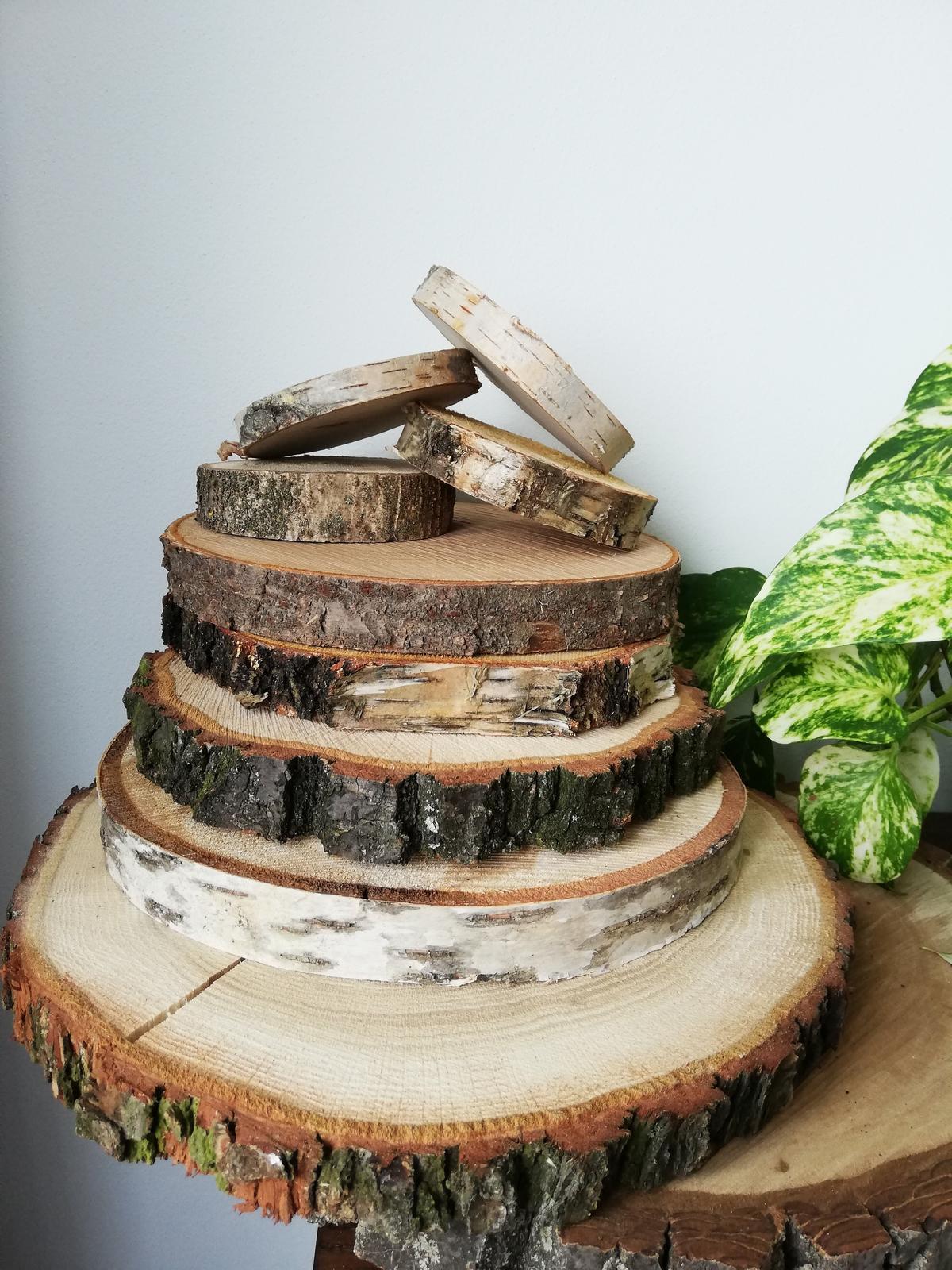 Dřevěné kulatiny - různé druhy - Obrázek č. 1