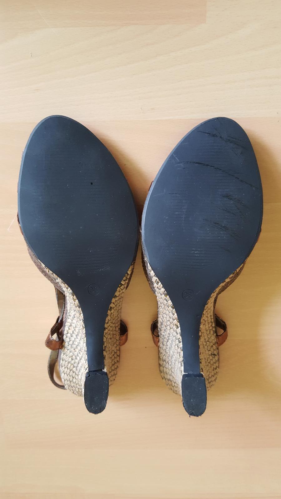 Hnědé boty na klínku  - Obrázek č. 2