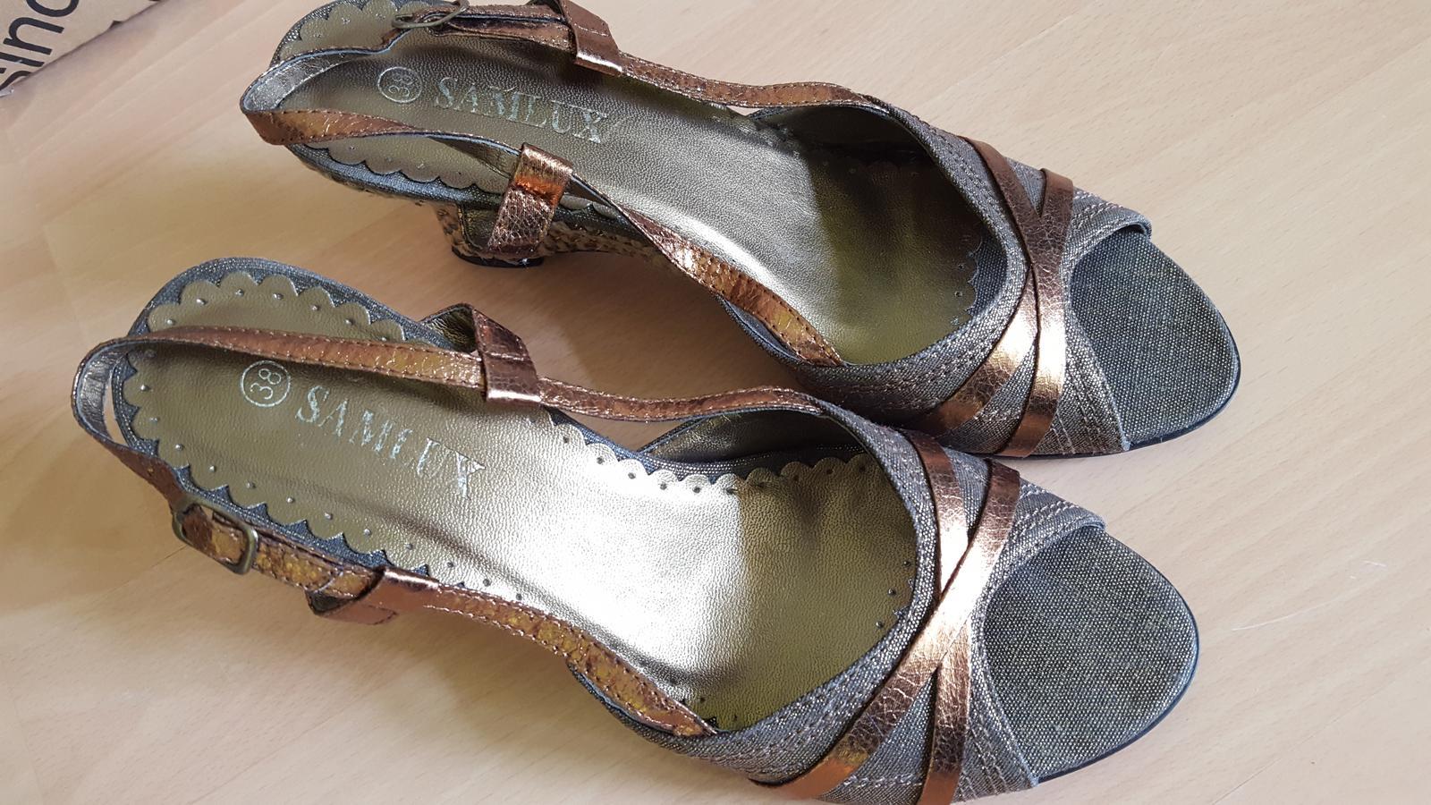 Hnědé boty na klínku  - Obrázek č. 1