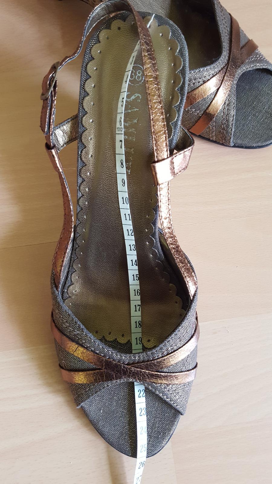 Hnědé boty na klínku  - Obrázek č. 4