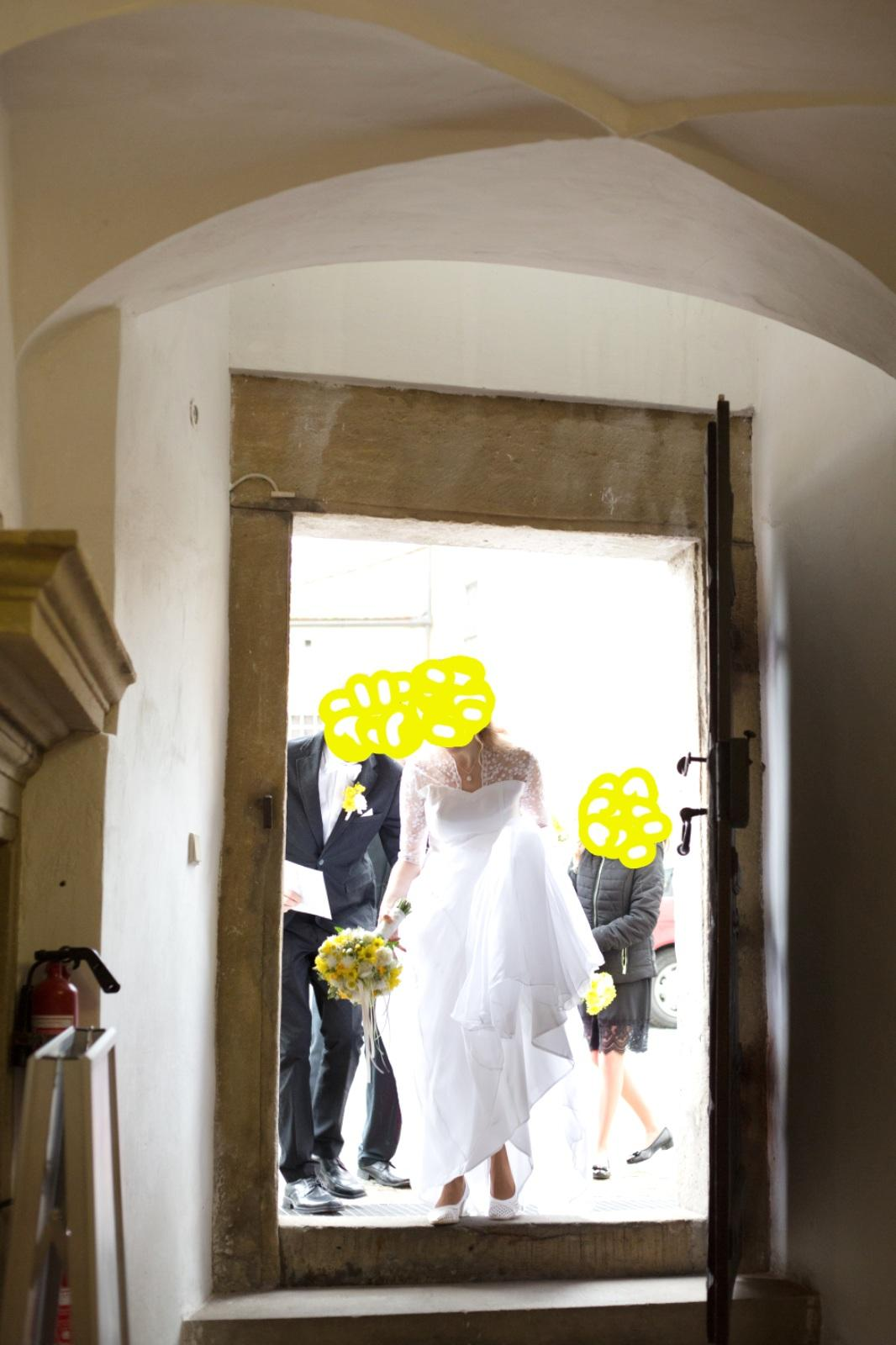 Bílé svatební šaty a šaty pro holčičku - Obrázek č. 1