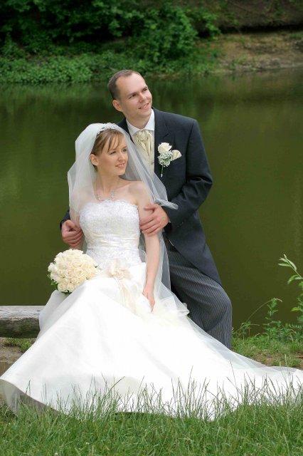 Katka a Andrej - krásny závoj, šaty,kytička -super