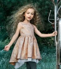 A uz ma saty aj mala princezna.. Uplne ma soklo, ze po vsetkych salonoch a internetovych obchodoch sme ich nasli v H&M :-D