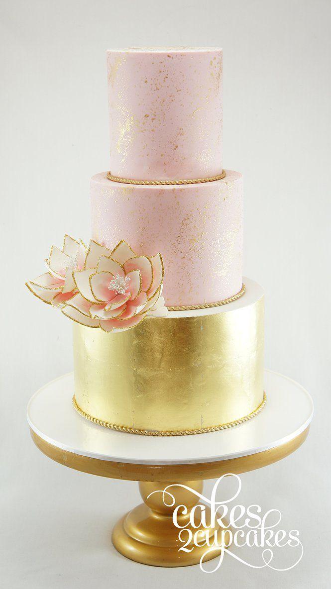 Nasa wellness svadba 5.10.2018 - Torta bude mat 2 poschodia, spodne coko-kava, zdobene jedlym zlatom, vrchne mascarpone-maliny. Zdobit ju bude karamelova zlata hviezdicka, ktora nahradi kvet, a cela bude bezlepkova aj bezlaktozova.