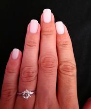 Skuska manikury c. 1.. Ale asi zvolim trosku menej bielu a viac nude pink verziu..