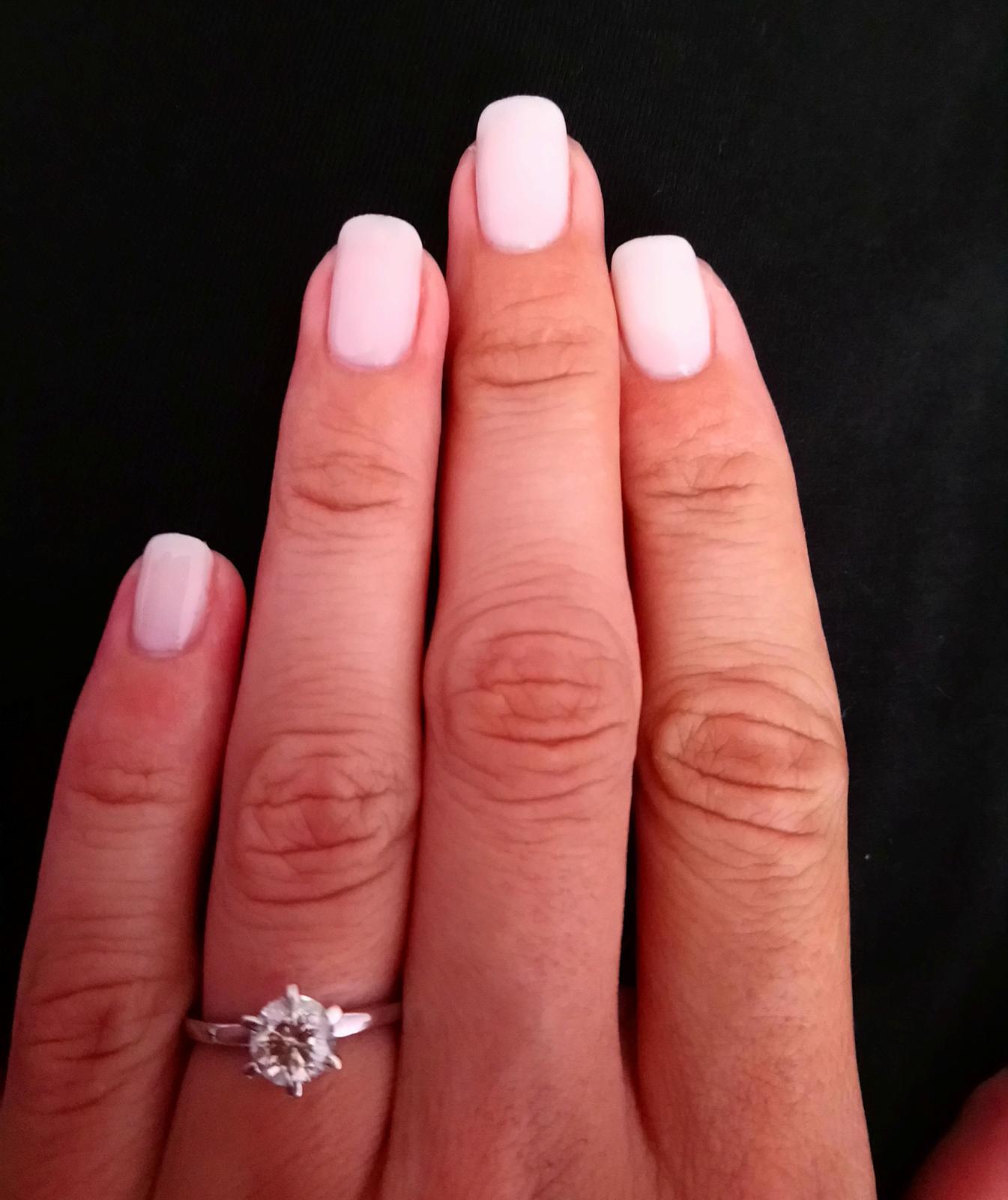 Nasa wellness svadba 5.10.2018 - Skuska manikury c. 1.. Ale asi zvolim trosku menej bielu a viac nude pink verziu..