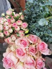 Kvety na kyticu a vyzdobu vybrate za skvelej asistencie mojej floristky a zaroven blizkej priatelky <3