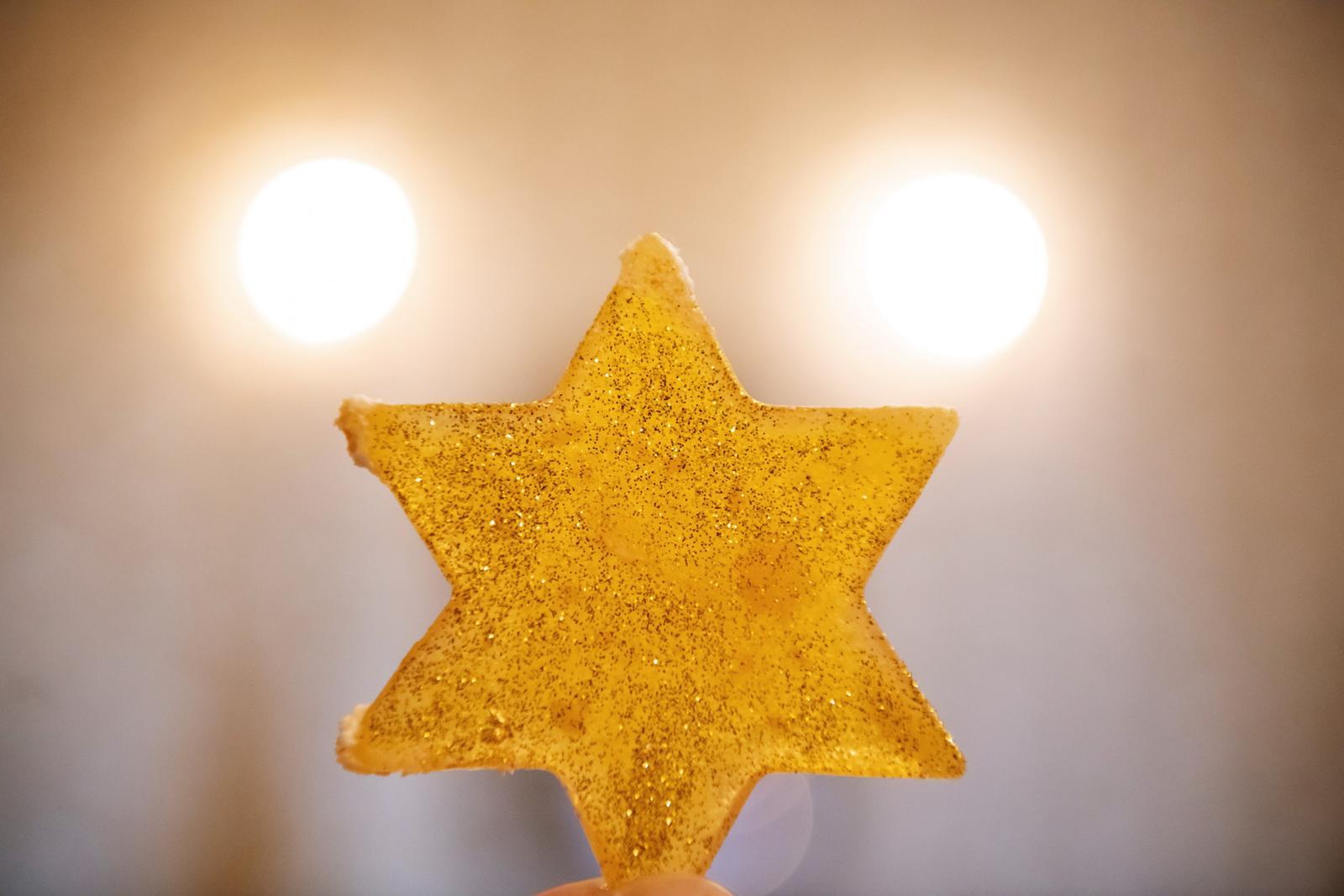 Alexandra{{_AND_}}Dávid - Ad astra per aspera - cez prekazky ku hviezdam, je nase motto... a preto hviezdickove detaily nemohli chybat... vo vlasoch, na manikure, a samozrejme ani na torte...