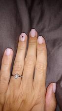 Vyhrala minimalisticka manikura s rose gold mini hviezdickou...