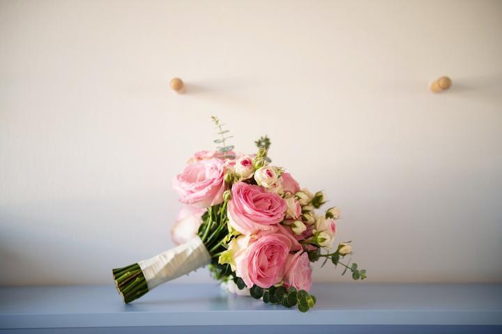 Svadobnu kyticu mi uviazal zenich, kvety sme vyberali spolu, a bola absolutne dokonala. Jednoducha, vonava, a z lasky