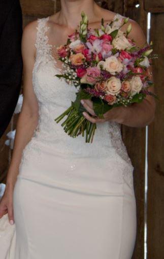 luxusní krajkové svatební šaty - Obrázek č. 2