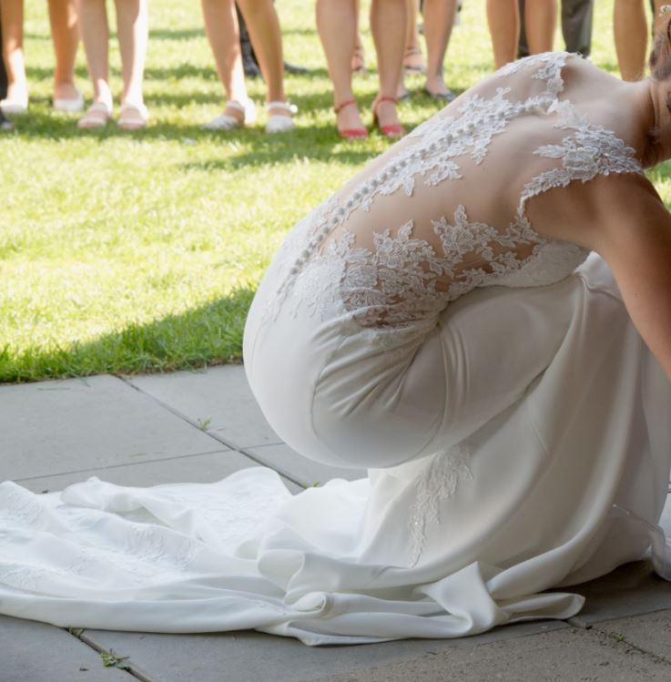 luxusní krajkové svatební šaty - Obrázek č. 3