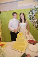 Pri svadobnej torte