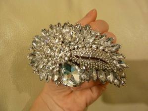 a tohle..bude ozdoba do vlasů..dárek od snoubence..;-)