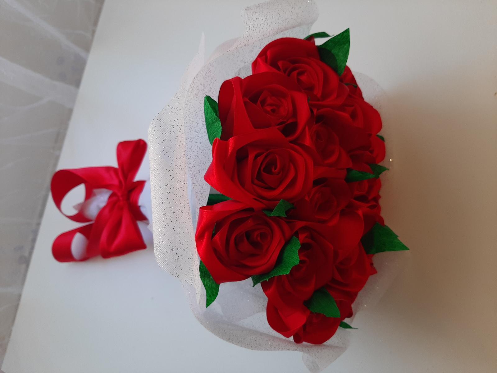 Růže ze stuhy - Obrázek č. 1
