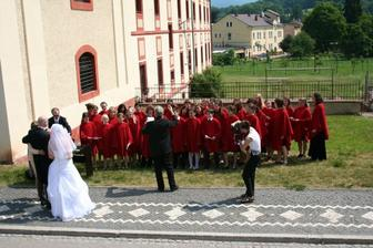 Sbor Zvoneček zpíval jen pro nás a zpíval nádherně..