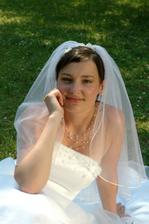 Zamyšlená nevěsta - asi jí to začíná docházet..