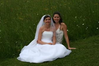 Víly v trávě:) - s mojí kamarádkou Radankou..