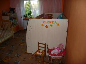 Tak už jsme nalepili Elenku na postel :-)