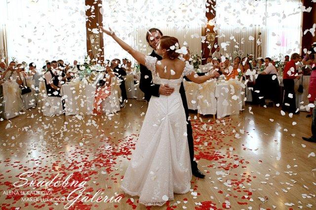 Tužba po dokonalosti - najkrajsia svadobna fotka a velke prekvapenie pre vsetkých hosti... po tomto sa v sale spustil hromadný potlesk :) bolo to nadherne