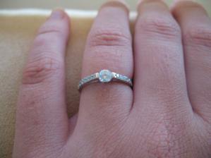 Žádostí o ruku mi vyrazil dech... a následně i tímto prstýnkem:-)