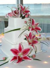 Nádherná.. skoro ako žive kvety na torte