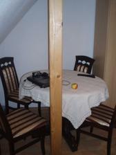 Nové umiestenie stola, dosť nepraktické, ale inak sa nedalo