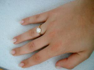 Tak a toto je môj reálny zásnubný prsteň. Dostala som ho od drahého včera, t.j. 16.6.2008 na moje narodeniny :o)