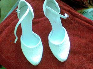 tieto krásnučké topánočky som si dnes kúpila, ja viem dosť skoro, ale jednoducho som im nemohla odolať :)
