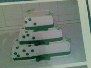 Takáto bude naša tortička, len tie stužky a motýliky budú v inej farbe