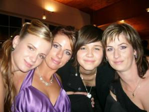 Zľava: Švagrinka Mirka, Janinka, moja sestrička, Evička