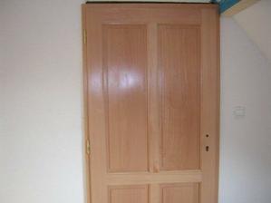 takéto krásne dvere tam sú, len ešte treba kľučky :o