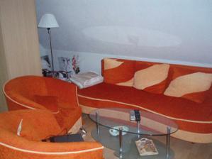 Konečne máme obývačku :) zatiaľ len provizórne, lebo nám tu zostala skriňa, do spálne dáme rovno vstavanú, tak čakáme