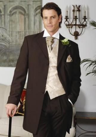 Uz sa tesime :) - Hnedý oblek pre ženícha