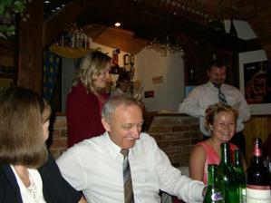 Jurajovo rodina učůrávala smíchy, když se moje sestra snažila číst slovenské gratulace..