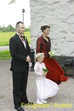 Nasi svedkovia-Zuzka a Stefan a v strede moja krasna druzicka Lucinka