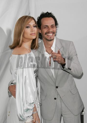 Lula a Petko - oblek super,neni to krasna kombinacia bielo-striebrista???pre  mna je dokonala))tak cista..