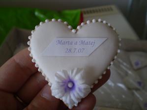 darcek pre hosti som chcela takyto no drahemu snubencovi sa nepaci;)