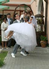 Sedemdesiat sukien mala a predsa sa vydala...:-}