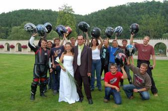 Kamarádi motorkáři, co nás přijeli podpořit.