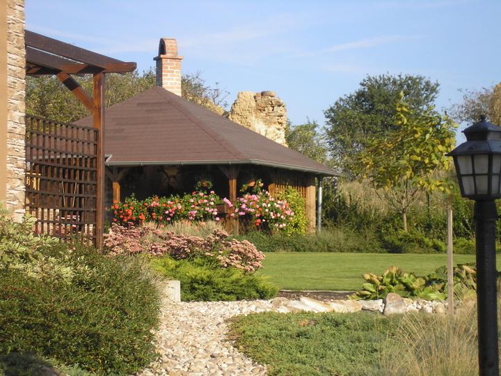 Náš altánok a dom - Obrázok č. 4