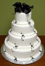 objednaný dort ale bílo-lila
