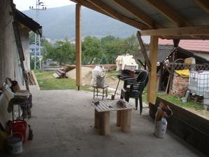 jar 2010 - aj taký pohľad z terasy bol počas rekonštrukcie...  - nevzdavame sa, pokracujeme :)